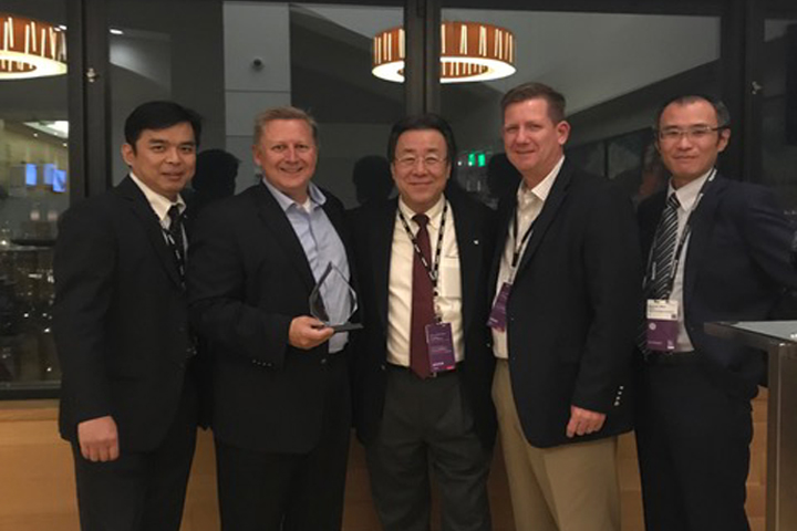 John Allen, Senior Vice President, Hitachi Consulting, proudly accepts Innovation Partner of the Year award during Oracle OpenWorld 2018 for our continued efforts to co-develop solutions that add value to the market using Canon business technologies