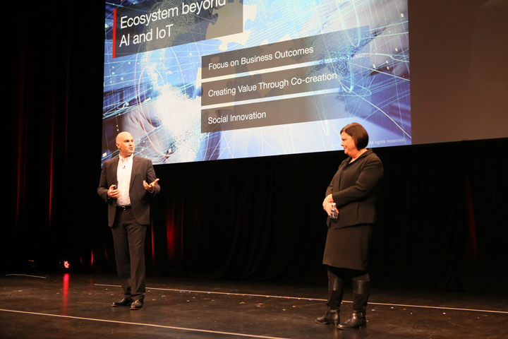 "Phil Townsend, Senior Vice President, Hitachi Consulting and Ellen Dowd, Senior Vice President, SIBU present ""Hitachi Social Innovation: Outcomes Through Co-Creation with Customers and Oracle"" during Executive Solution Session at Oracle OpenWorld 2018"
