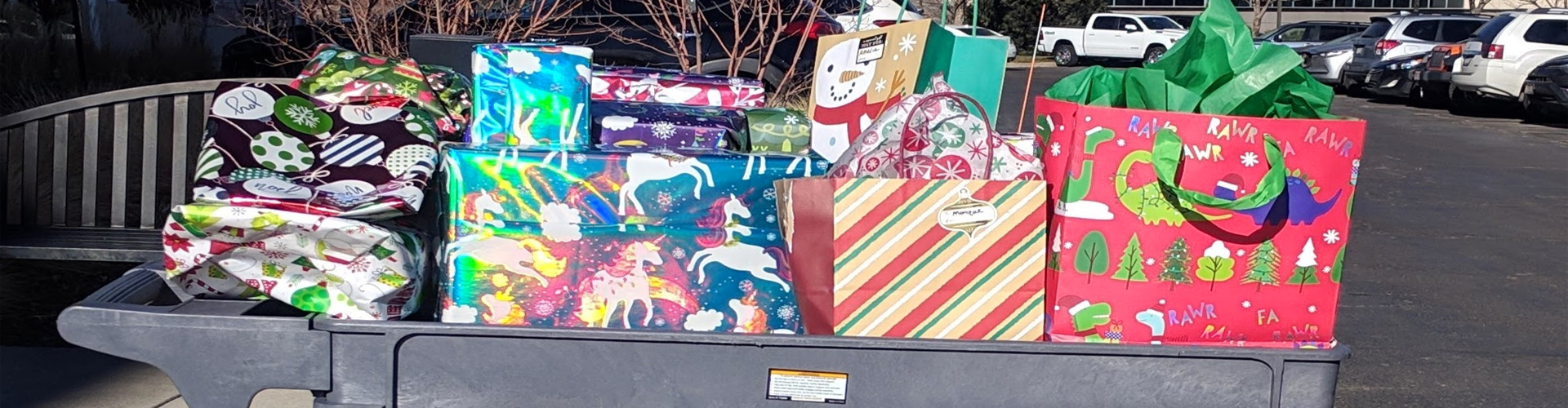 Hitachi Group Companies Collect Holiday Gifts